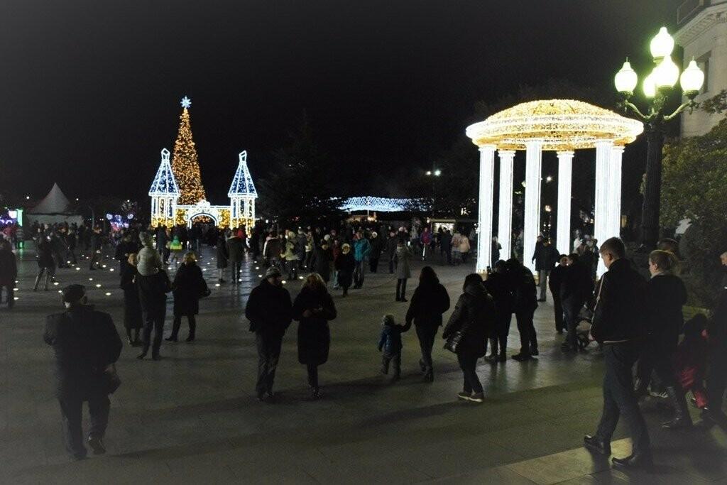 Рекордные 35 тысяч человек на Набережной: Ялта отметила Новый Год и Рождество, фото-1