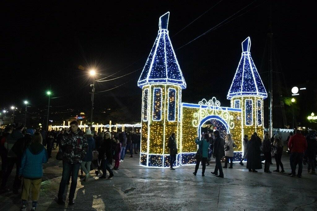 Рекордные 35 тысяч человек на Набережной: Ялта отметила Новый Год и Рождество, фото-2