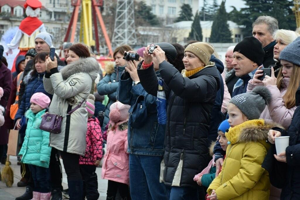 Рекордные 35 тысяч человек на Набережной: Ялта отметила Новый Год и Рождество, фото-4