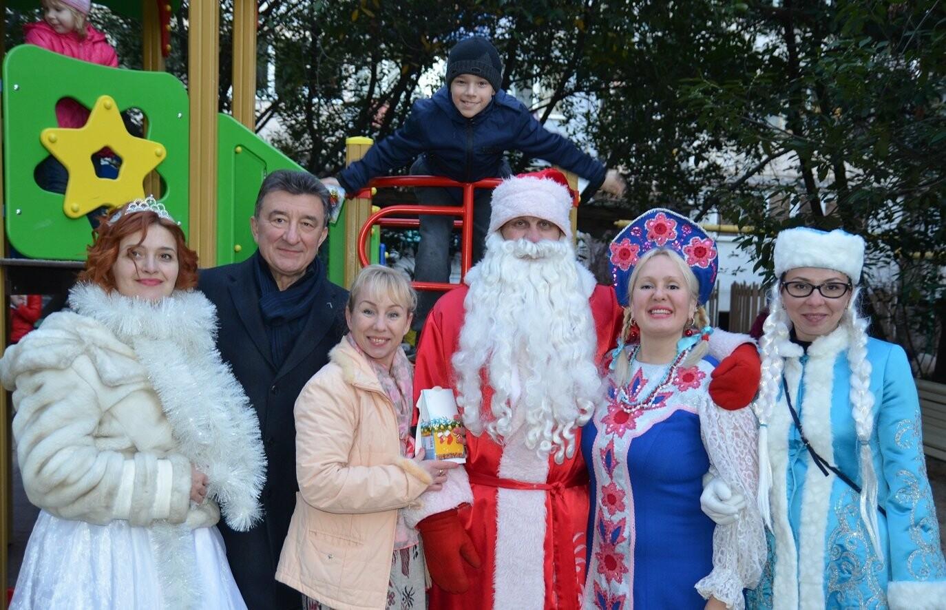 В Гаспре на Старый Новый год на новой детской площадке прошел большой праздник, фото-1