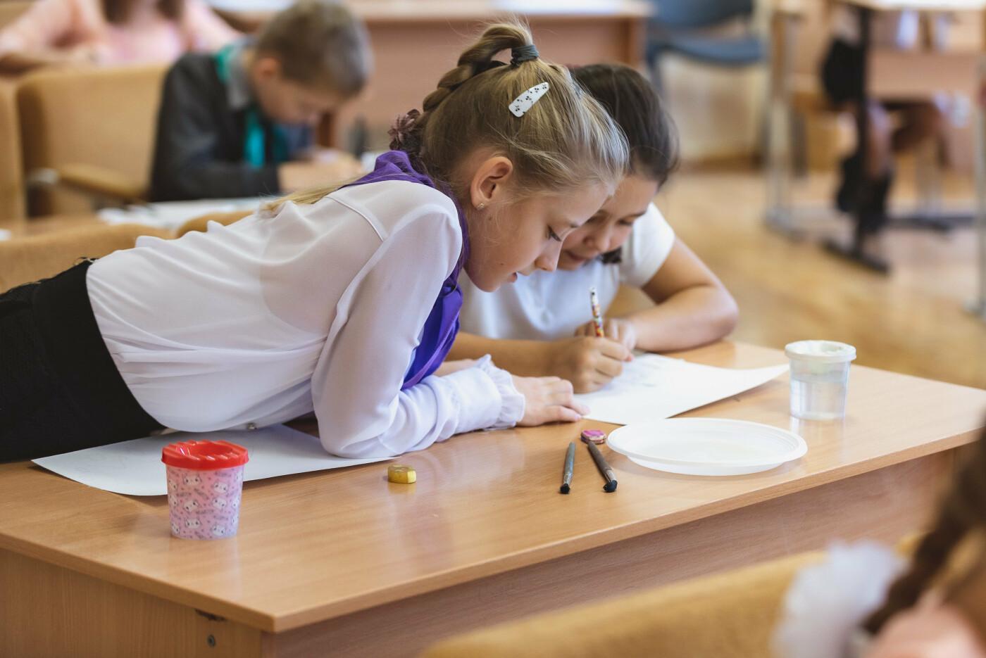 В Ялтинской школе № 1 для школьников провели художественный мастер-класс, фото-7