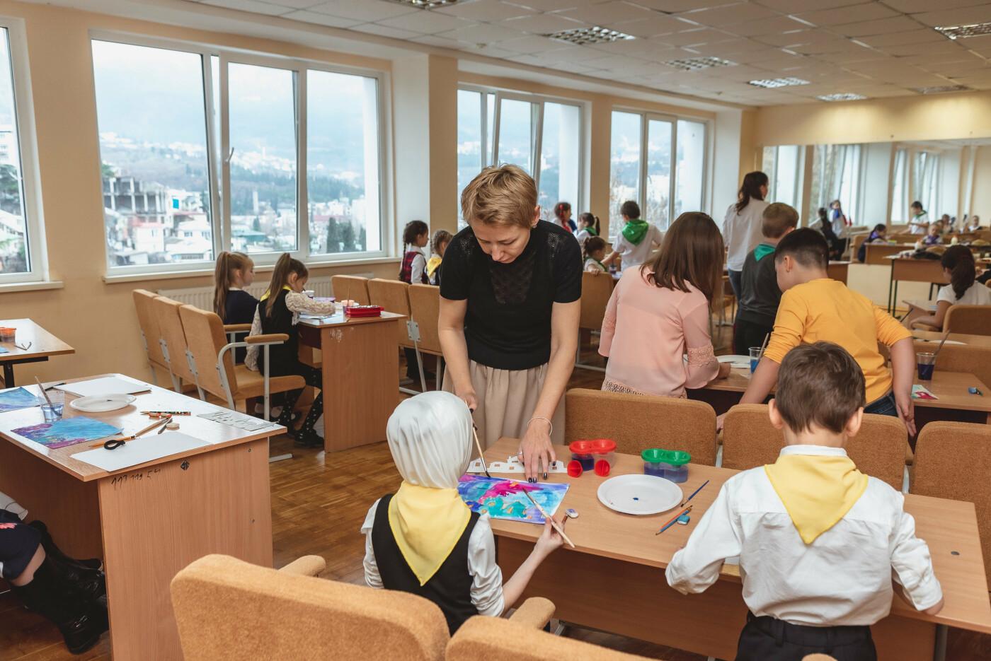 В Ялтинской школе № 1 для школьников провели художественный мастер-класс, фото-2