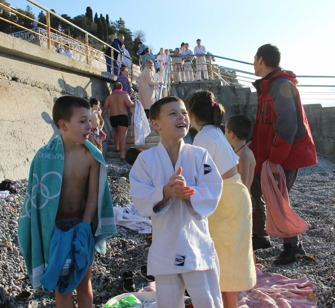 В Крещение юные дзюдоисты Ялты провели открытую тренировку и искупались в море, фото-2