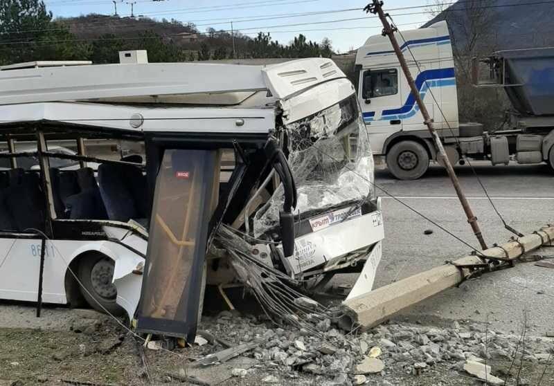 ДТП с троллейбусом на ялтинской трассе: мнения очевидцев и ГИБДД о причинах разошлись, фото-1