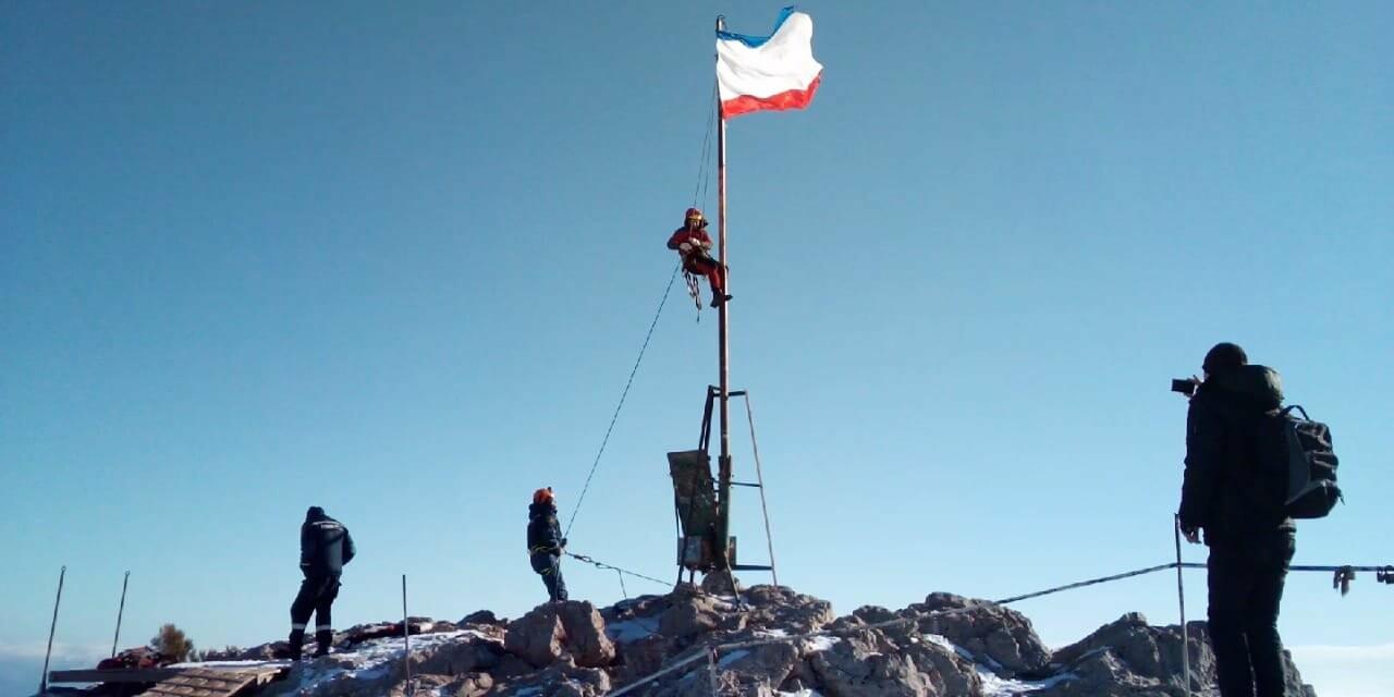 На вершине Ай-Петри установили флаг Крыма, фото-3