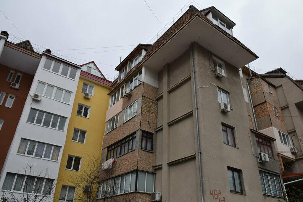 За счет взносов на капремонт в Ялте отреставрирован фасад многоэтажки, фото-3