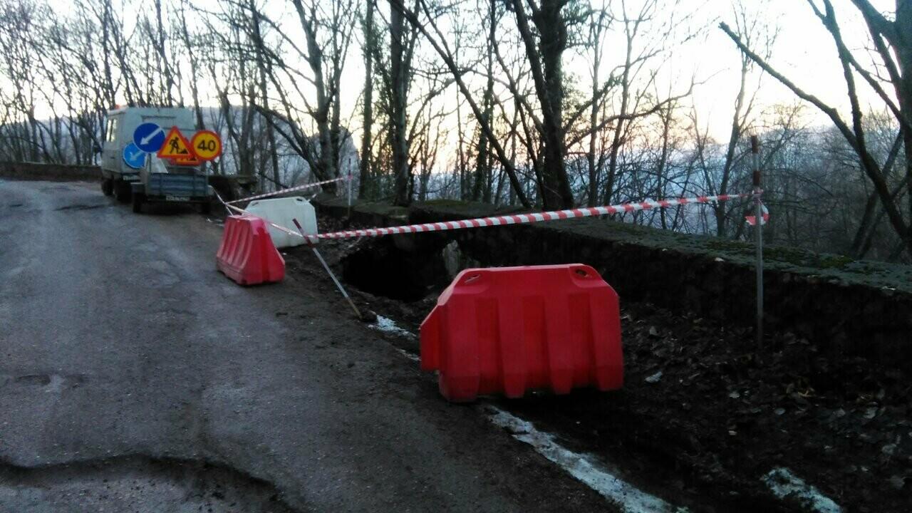 Фотофакт: оползень перекрыл дорогу на плато Ай-Петри, фото-3