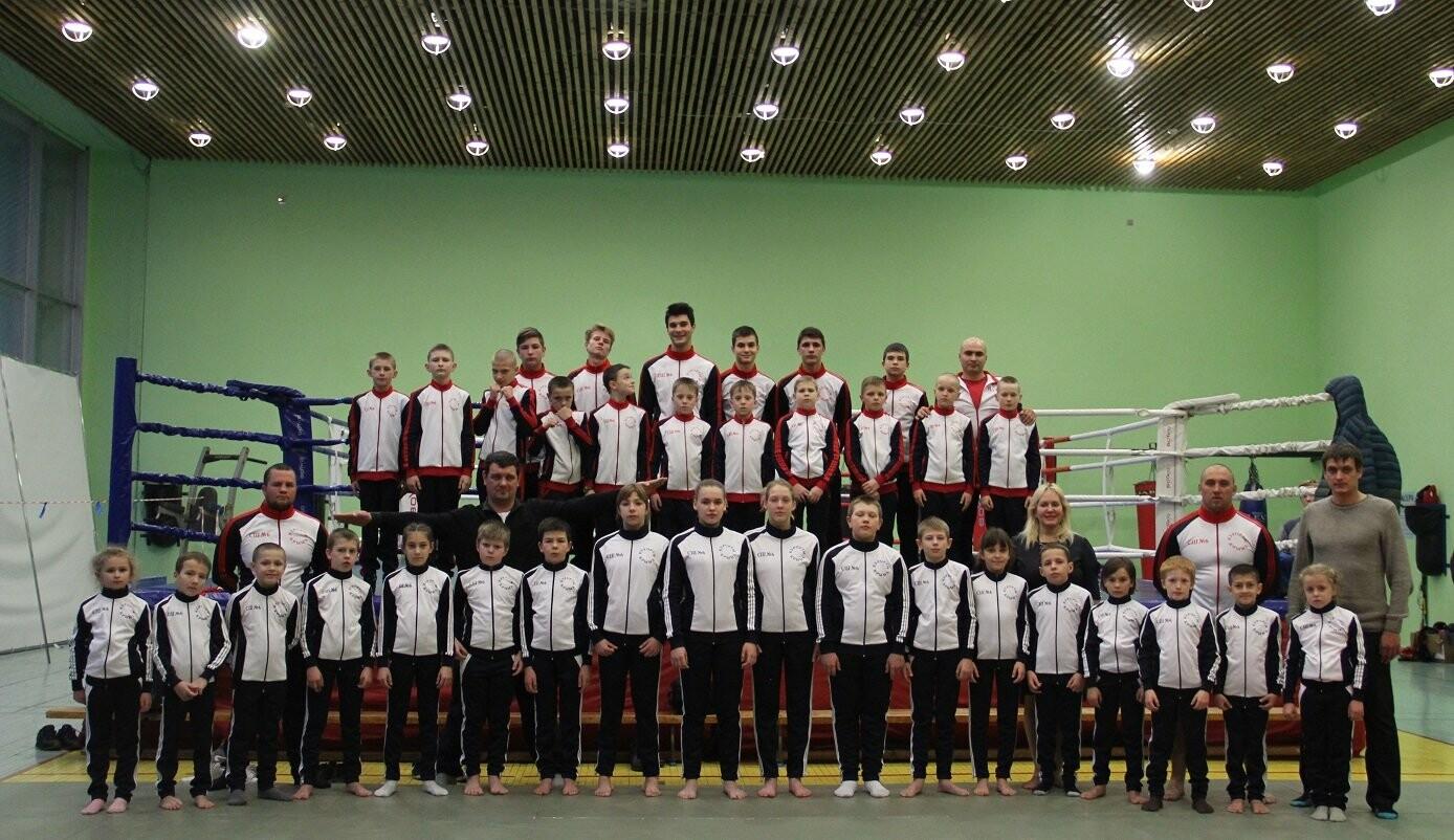 На спортивной базе санатория «Дюльбер» лучшим спортсменам вручили новую форму, фото-1