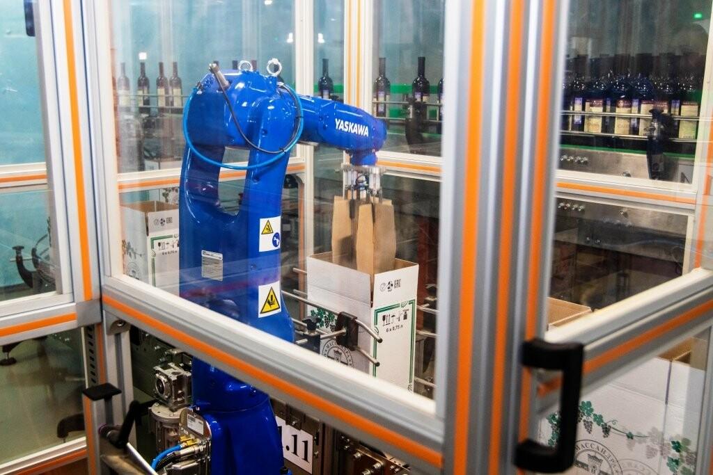 Теперь продукцию «Массандры» укладывают, упаковывают и транспортируют роботы, фото-2