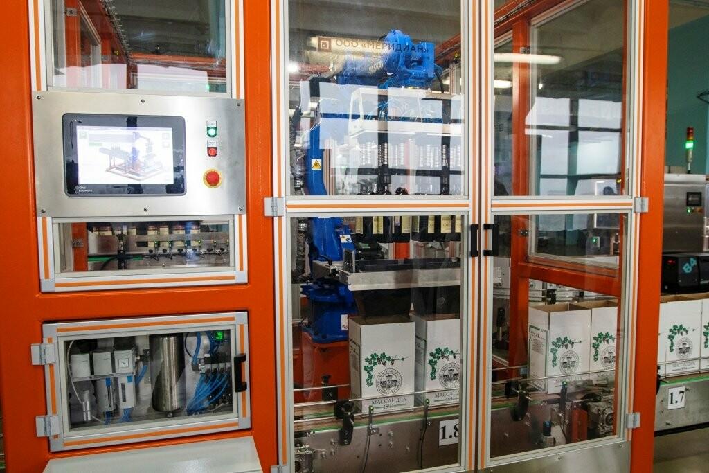 Теперь продукцию «Массандры» укладывают, упаковывают и транспортируют роботы, фото-3