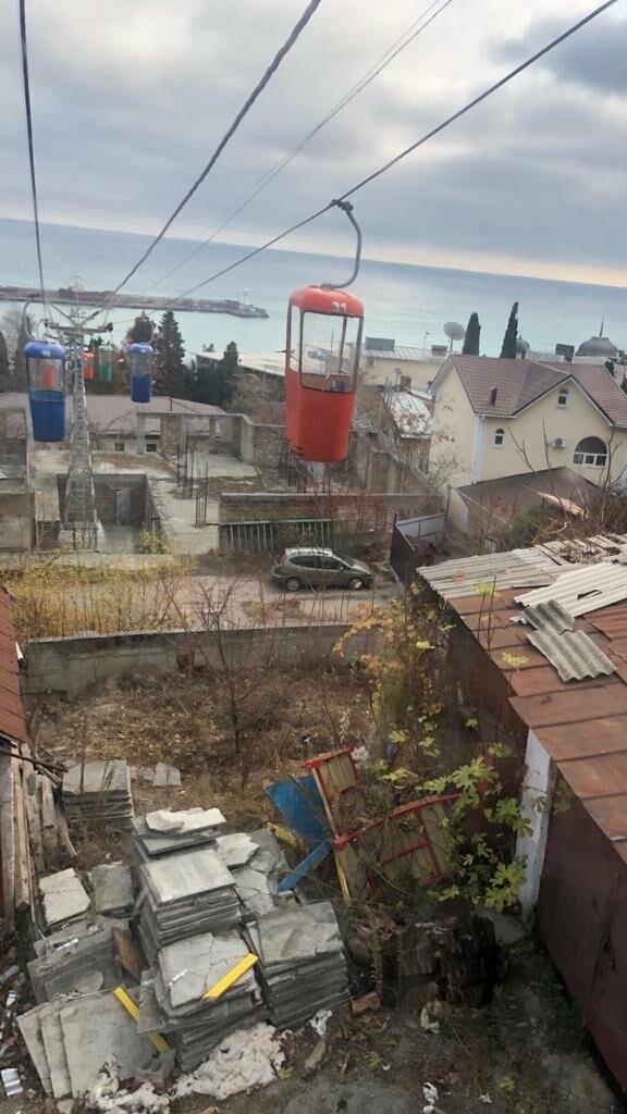 Неприглядные постройки под канатной дорогой в центре Ялты уберут, фото-1