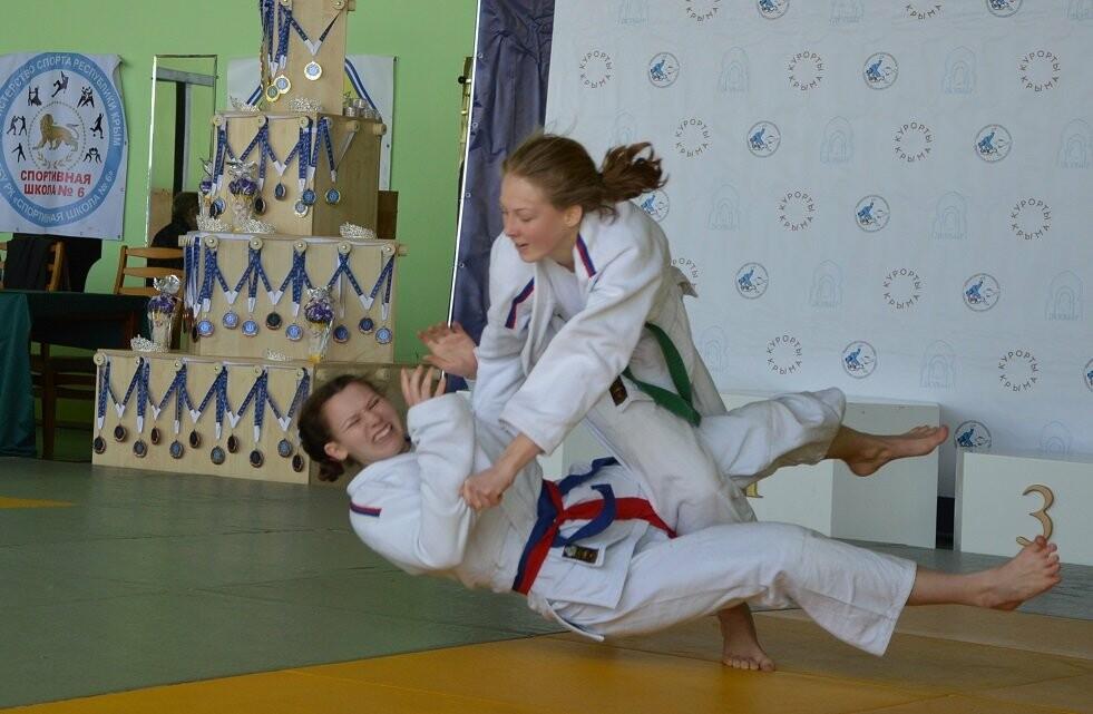 Двадцать четыре  «Снежные Королевы»: в санатории  «Дюльбер»  провели турнир по дзюдо, фото-1