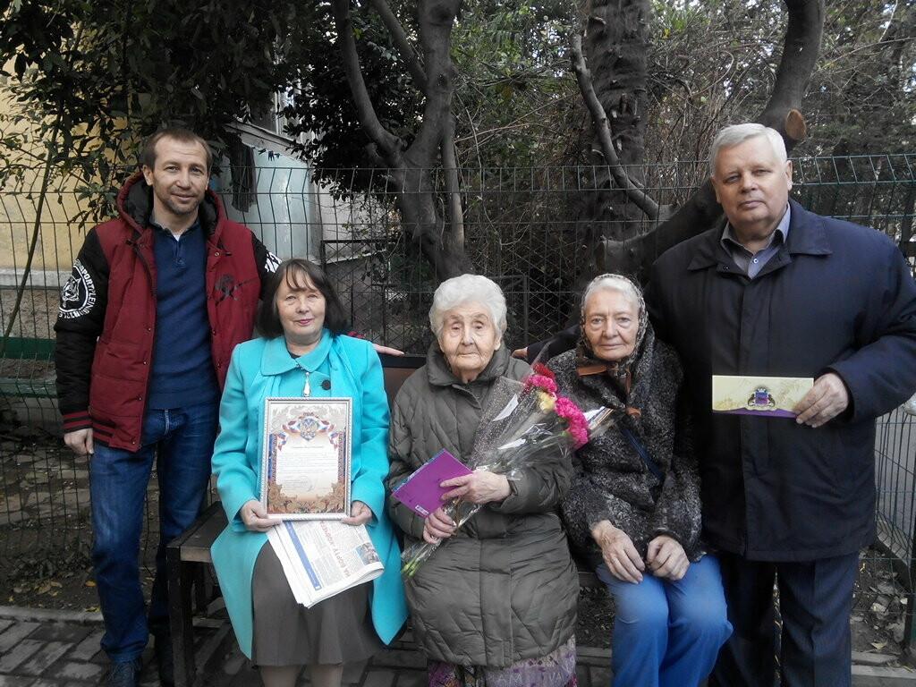 Жительниц Ялты поздравили с почетными юбилеями, фото-1