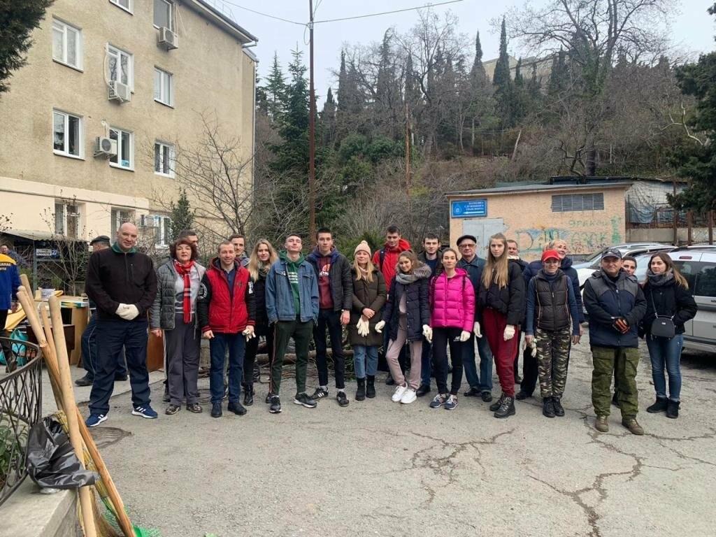 Во втором в этом году городском субботнике приняли участие 3,5 тысячи ялтинцев, фото-3