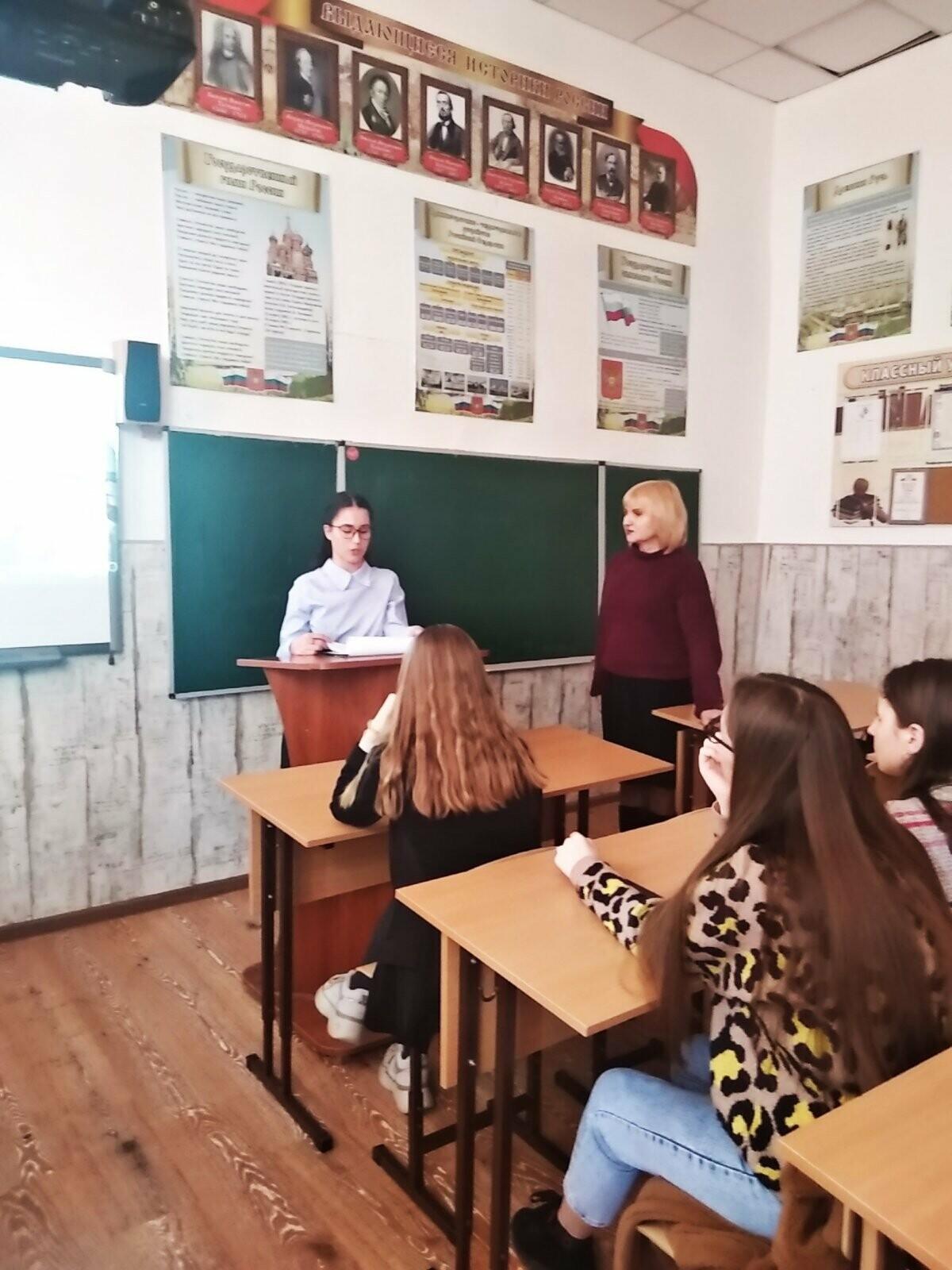 В Ялтинской гимназии им. Чехова прошла конференция «Герои рядом с нами», фото-1