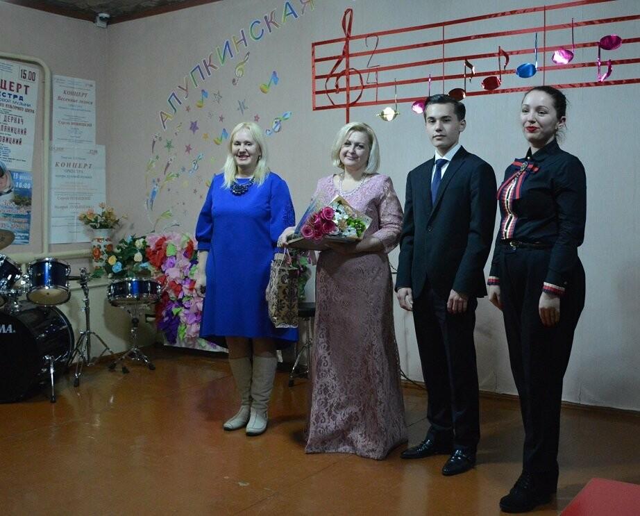 В Алупке прошел юбилейный концерт Зои Легостаевой, фото-1