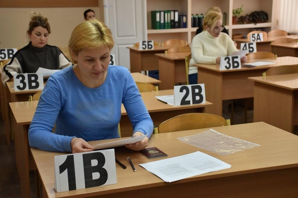 В Ялте родители школьников сдали пробный ЕГЭ по истории, фото-1