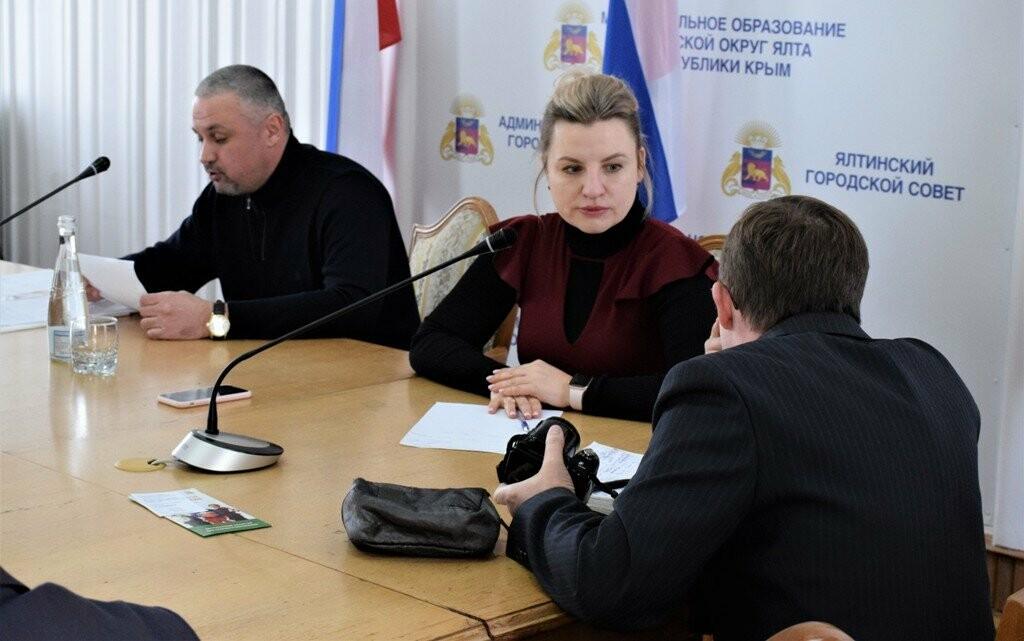Развитие шахмат и фигурного катания в Ялте: министр спорта РК провела прием граждан, фото-1