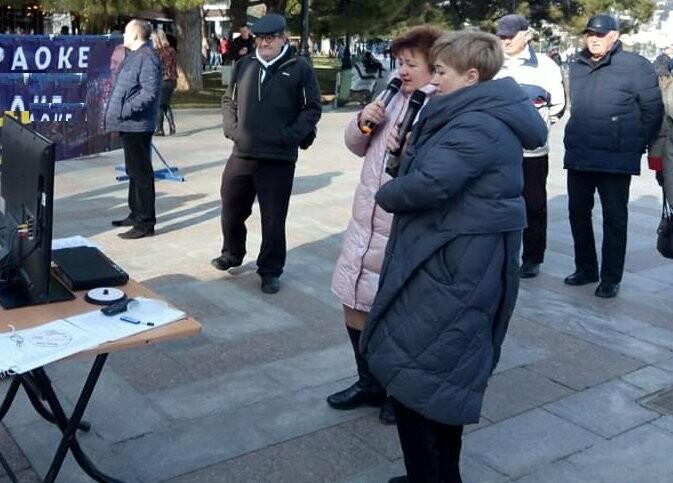 В столице ЮБК прошел караоке-конкурс народных исполнителей «Ялтинские встречи», фото-1
