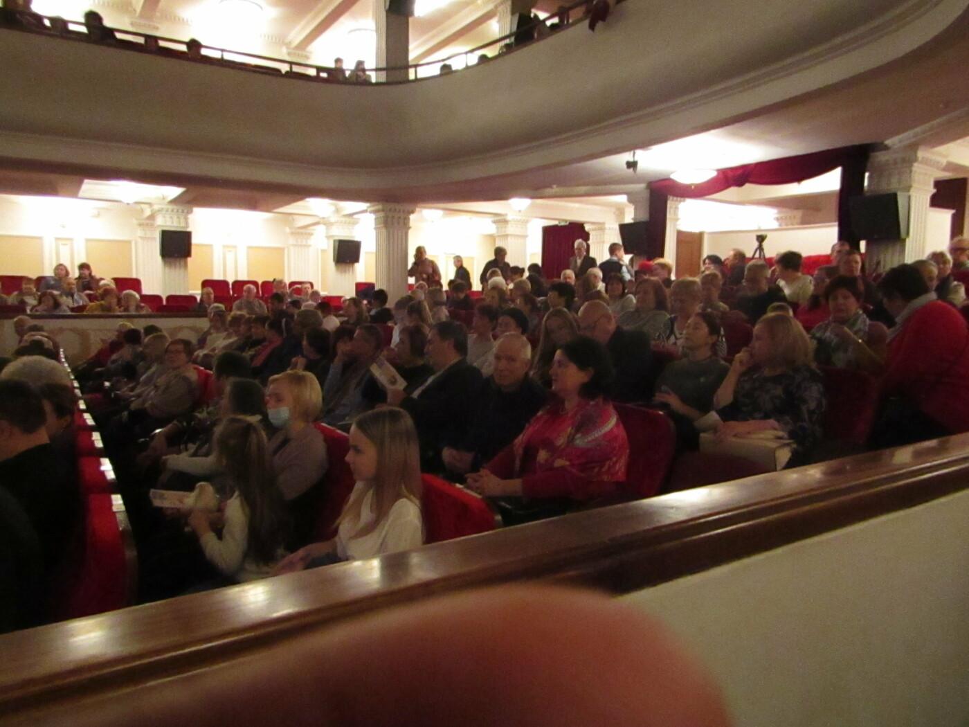 Ялтинцы из Центра соцобслуживания граждан пожилого возраста и инвалидов посетили театр Чехова, фото-3