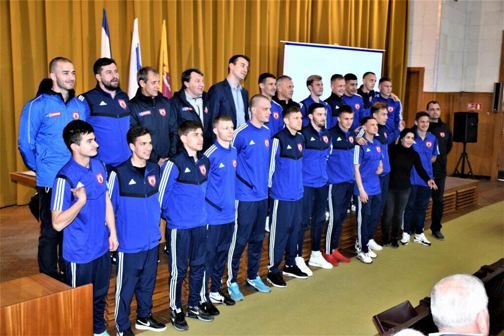 В Ялте городские власти встретились с игроками ФК «Рубин», фото-1