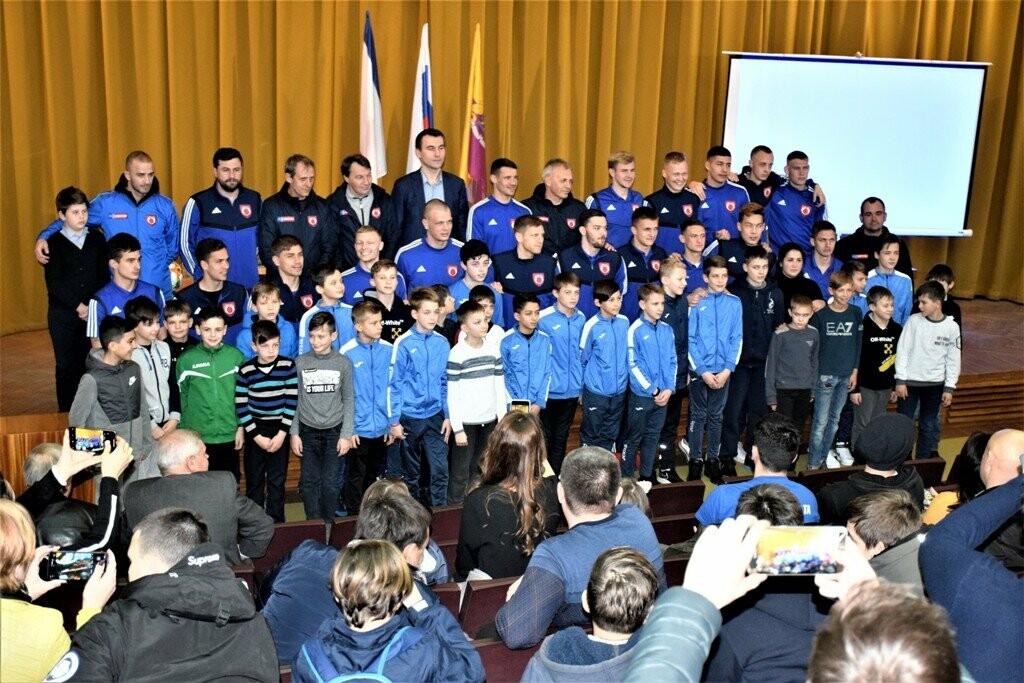 В Ялте городские власти встретились с игроками ФК «Рубин», фото-3