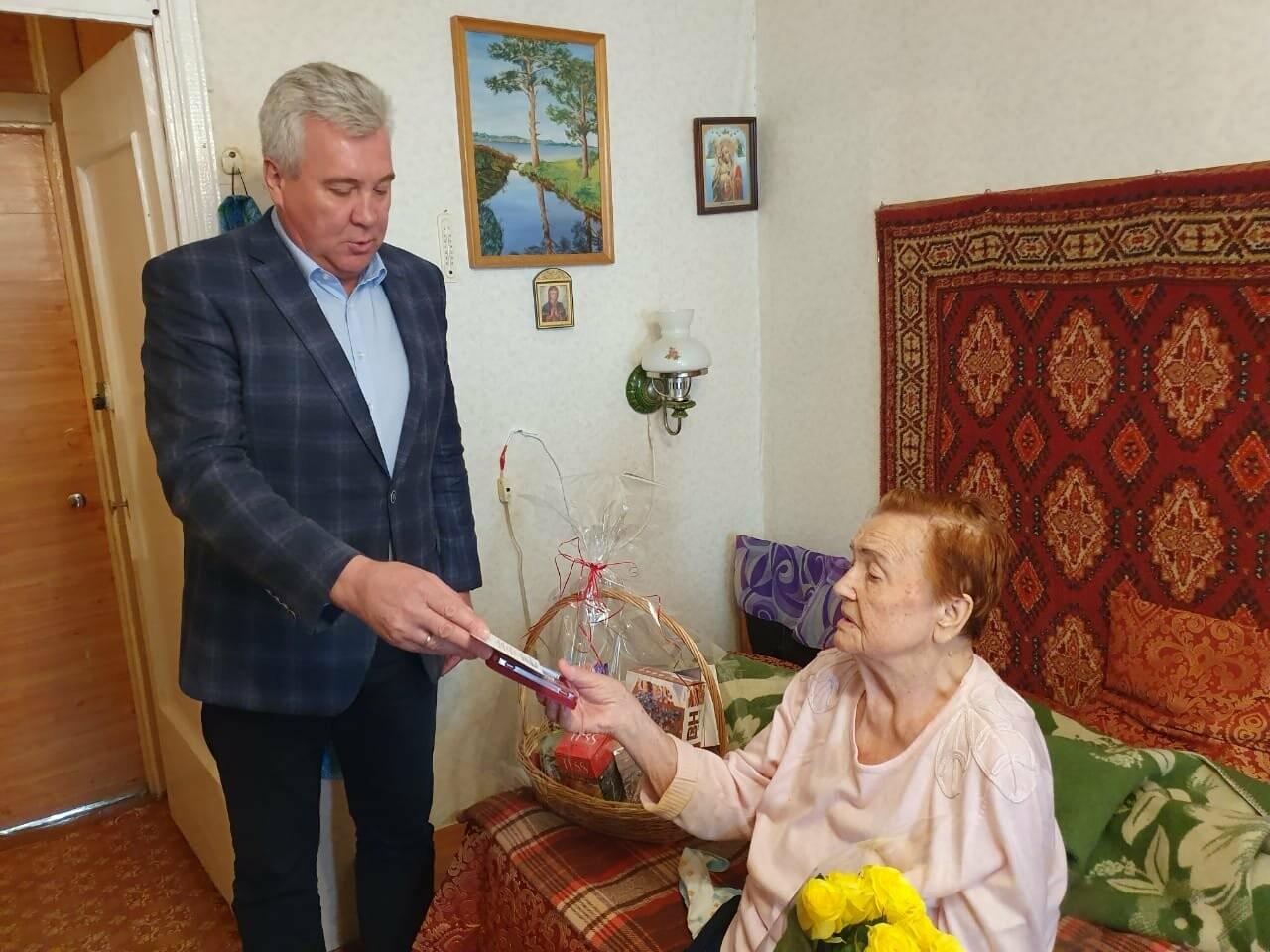 Ветеранам Ялты вручили юбилейные медали в честь 75-летия Победы в ВОВ, фото-1