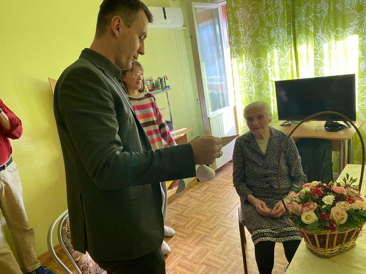 Ветеранам Ялты вручили юбилейные медали в честь 75-летия Победы в ВОВ, фото-8