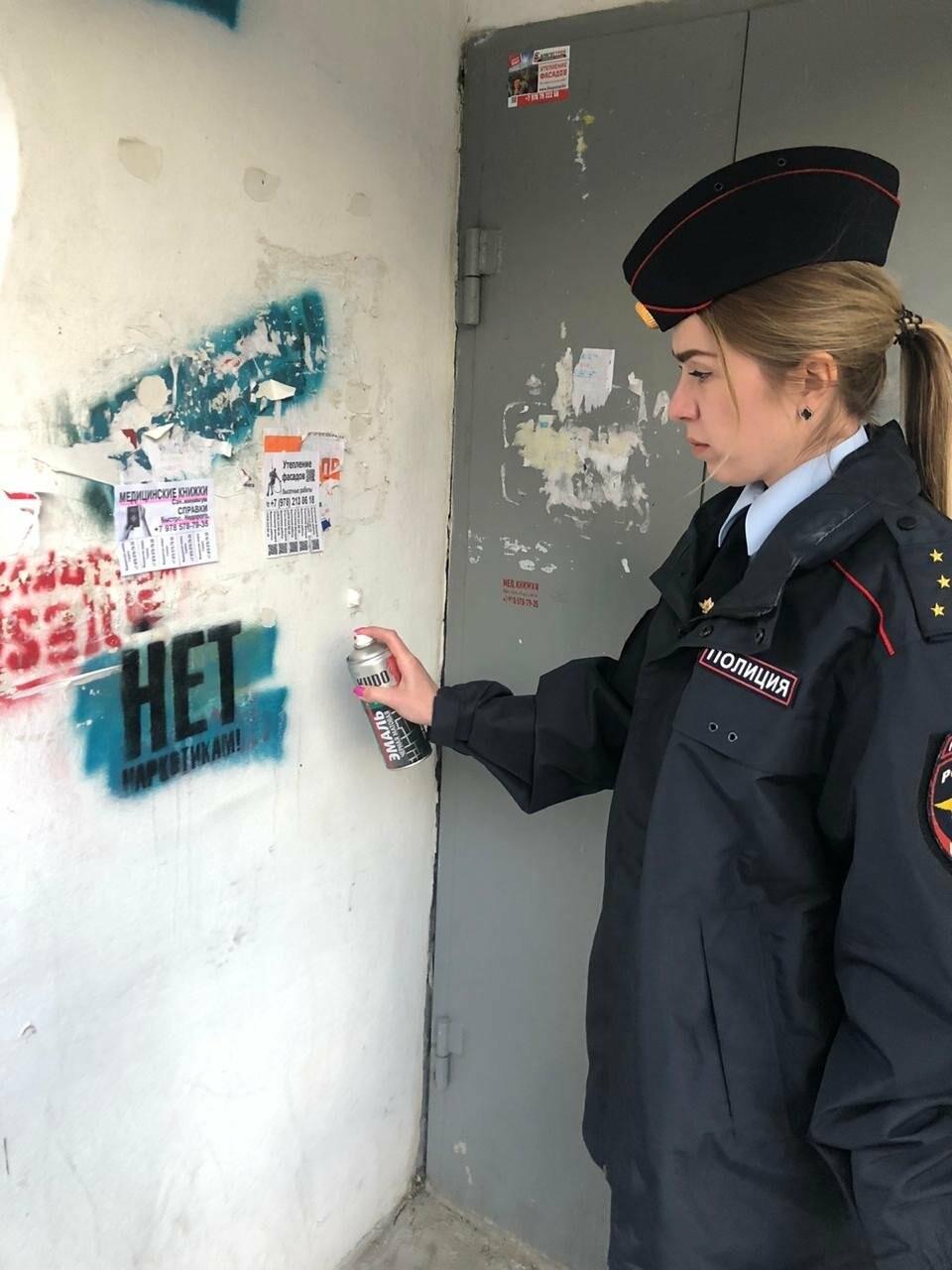 В Ялте  провели рейд по закрашиванию надписей с рекламой наркотиков, фото-3