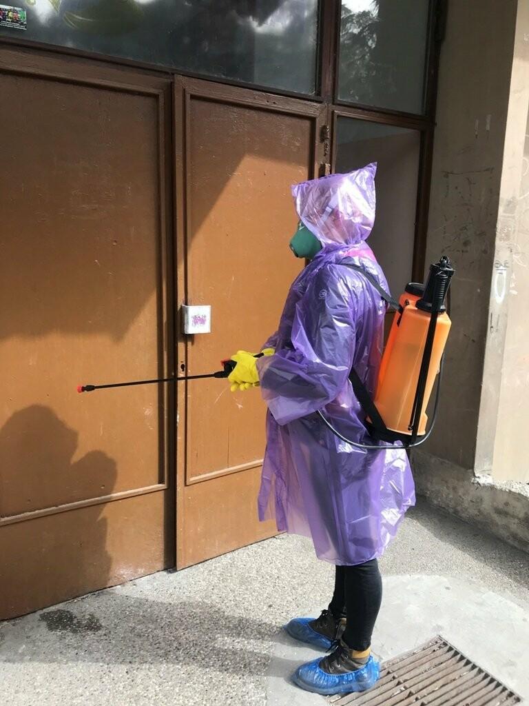 В Ялте проводят дезинфекцию мест общего пользования в многоквартирных жилых домах, фото-1