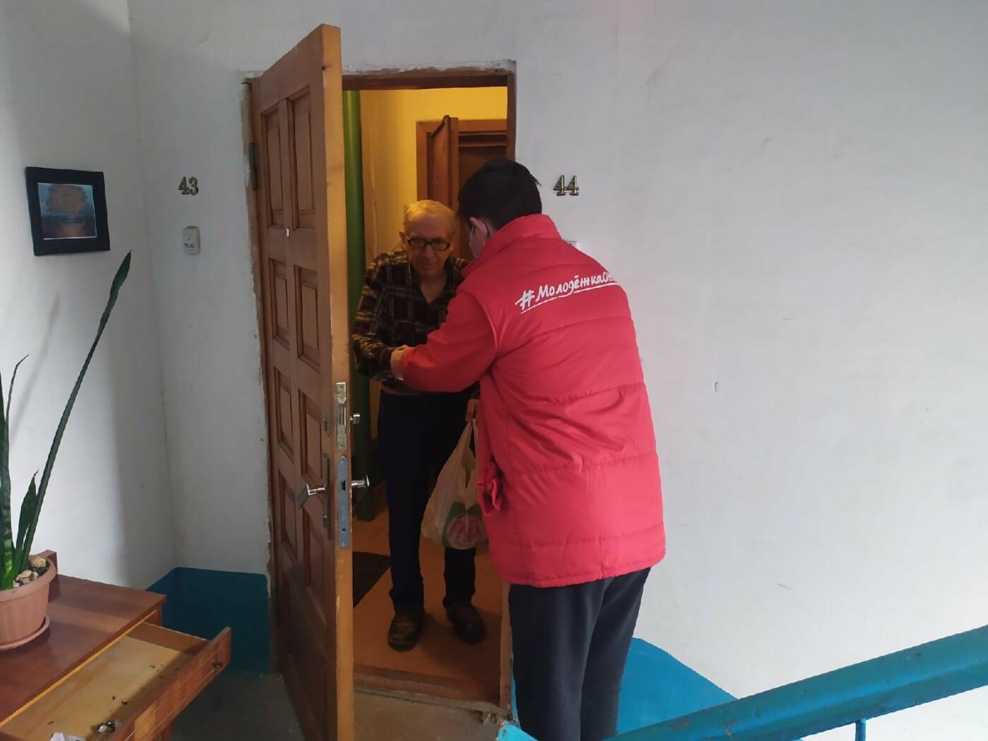 В Крыму волонтеры помогают пожилым и маломобильным гражданам на период эпидемии коронавируса, фото-4
