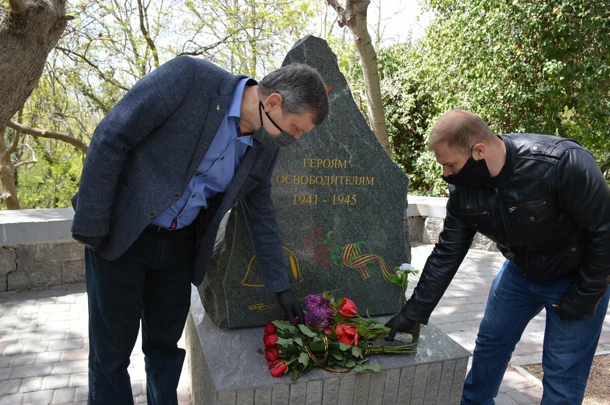 Гаспра отметила День освобождения Ялты возложением цветов монументу Героям-освободителям, фото-2
