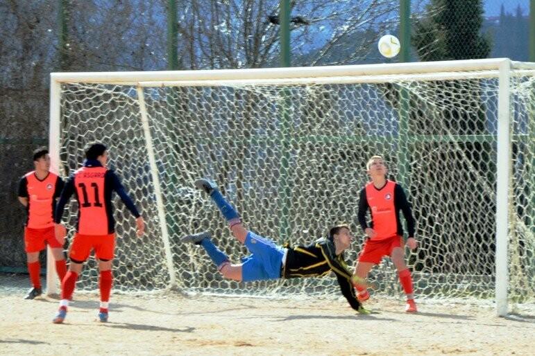 Чемпионат Ялты по футболу: Шахтер или Черноморец?